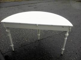Antikt halvmånsbord med svarvade ben