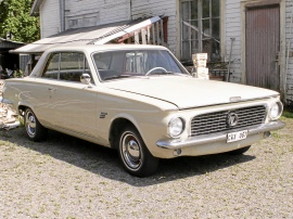 Plymouth Valiant Signet 225 2D HT