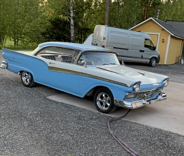 FORD FAIRLANE 2-DR. HT
