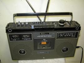 Bärbar JVC Boombox stereo med bandspelare.