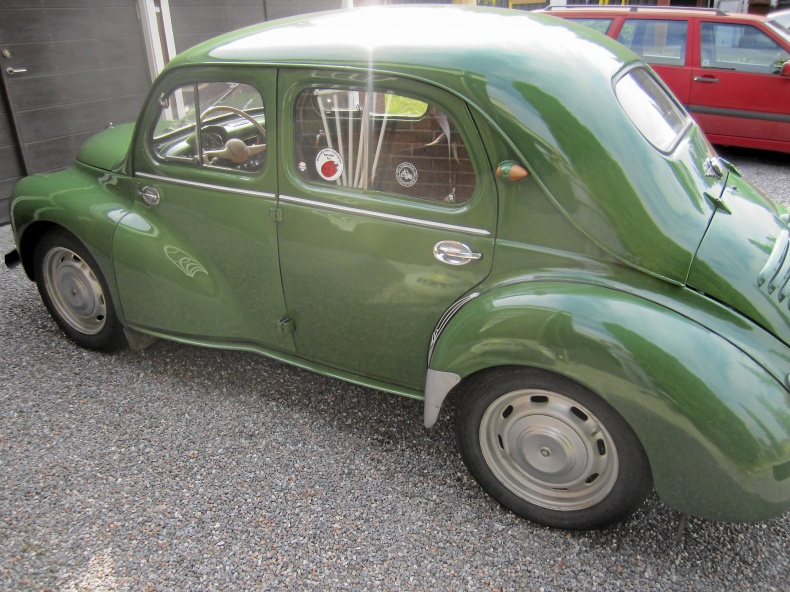 mobile_Fin veteranbil Renault 4 CV 1960