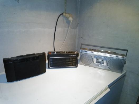 Retro radioapparater i olika modeller