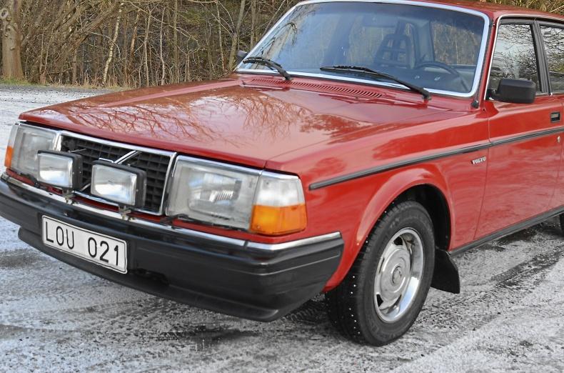 Volvo 244 GL, UNIK 6700 mil, en ägare