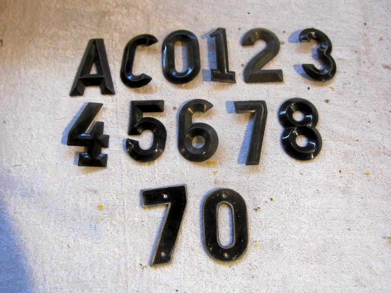 Reg-skyltar och bokstäver samt siffror