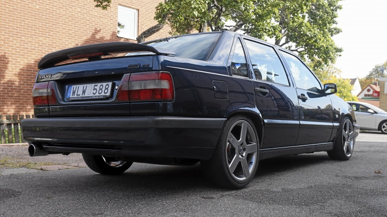 "Volvo 850 T5 Sedan 16T Turbo 18"" R-fälgar"