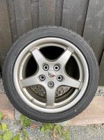 Magnesiumfälgar med oanvända däck till Corvette
