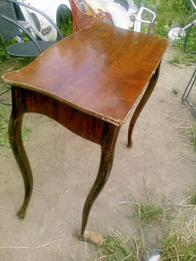 Antikt bord lite omgjort bord från spelbord