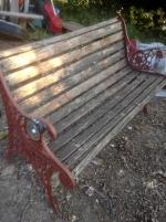 Trädgårdssoffa med gjutjärnsgavlar