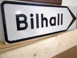 Skylt Bilhall