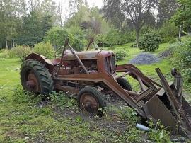 Gammal Nuffield traktor bortskänkes