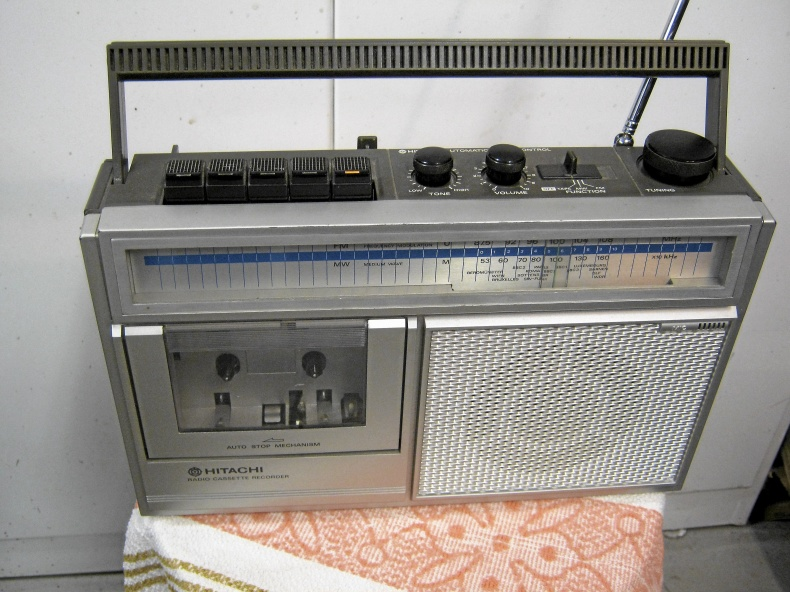 Hitachi transistorradio med kasettbandspelare