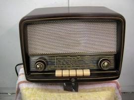 Liten gammal Concerton bordsradio