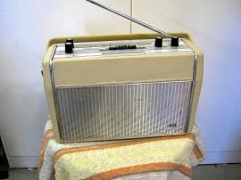 Gammal AGA transistorradio.