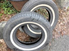 2 st däck med vit sida 1 st däck är oanvänt