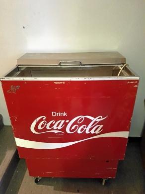 COCA-COLA BOX MED MERA.