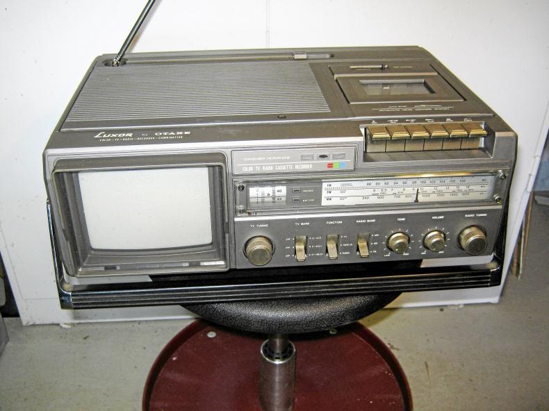 Bärbar Luxor TV-Kasett-Radio