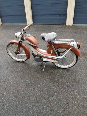 mobile_ Monark moped