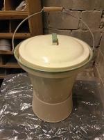 Kockums gul/grön emaljerade toalett