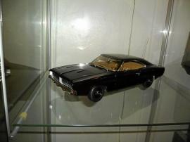 1969 Dodge Charger R/T i plåt 1:18