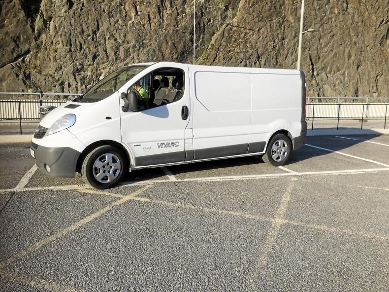 Opel Vivaro 2011 2.5l
